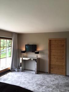 fernseher-schlafzimmer-großes
